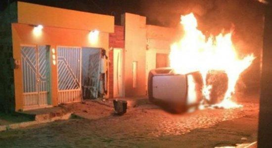 Vídeo: carro atinge casa, explode e jovem morre carbonizado em Surubim