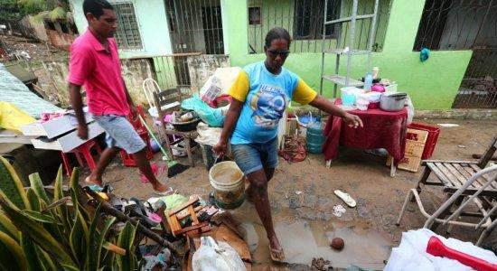 Chuvas estragam casas e móveis de moradores de Barreiros
