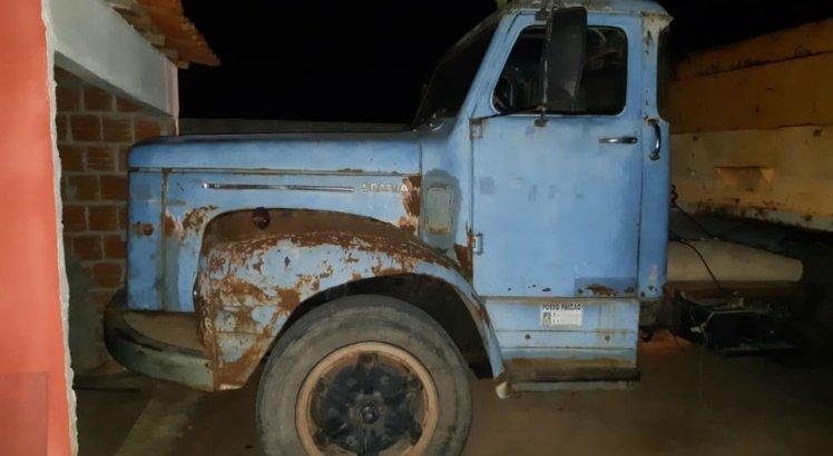 Motorista do caminhão fugiu; veículo foi encontrado pela PRF