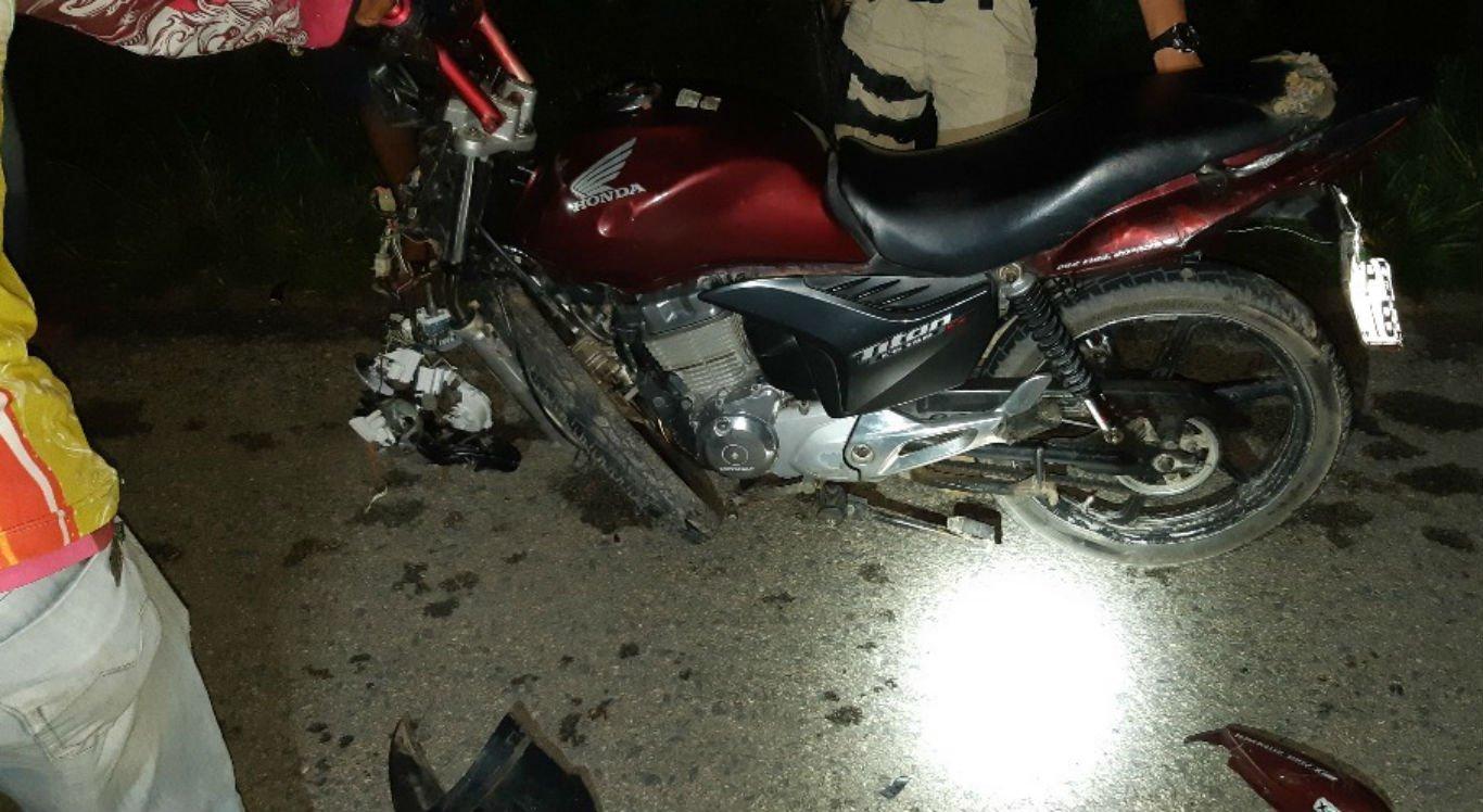 Motociclista bateu na traseira do caminhão e faleceu