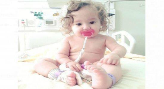 Bebê de 2 anos precisa de ajuda para continuar tratamento