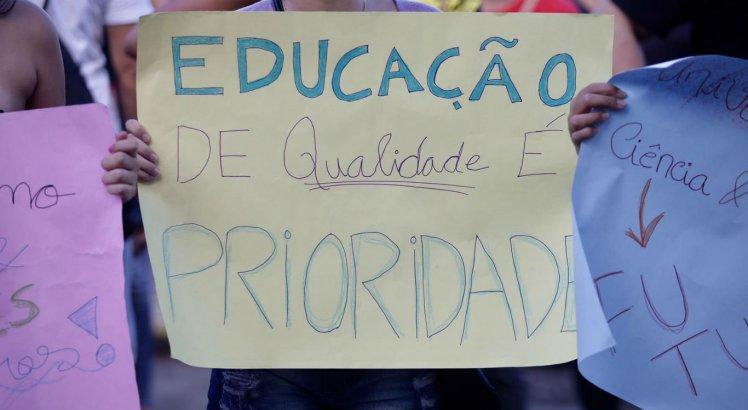 Grupos realizam novo protesto contra cortes na educação