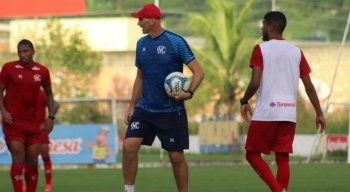 Danilo Pires e Rafael Oliveira disputam uma vaga no time titular do Náutico.