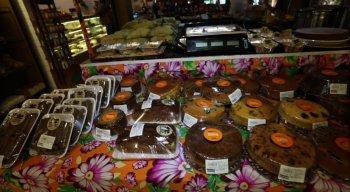 Comidas típicas da festa junina já podem ser encontradas nas padarias da cidade do Recife