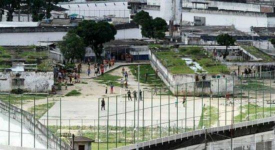Familiares de detentos protestam após morte no complexo do Curado