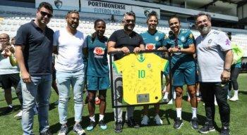 Marta, Formiga e Cristiane participaram de homenagem ao Portimonense Sporting Clube