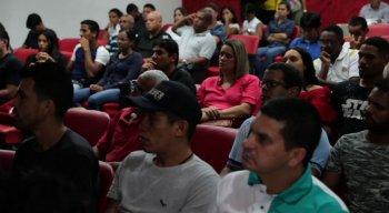 Alunos do curso assistem à palestra