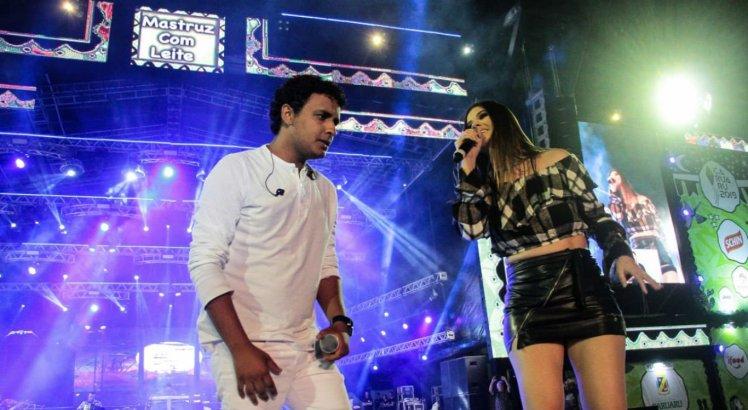 Banda Mastruz com Leite cantou sucessos durante show em Caruaru