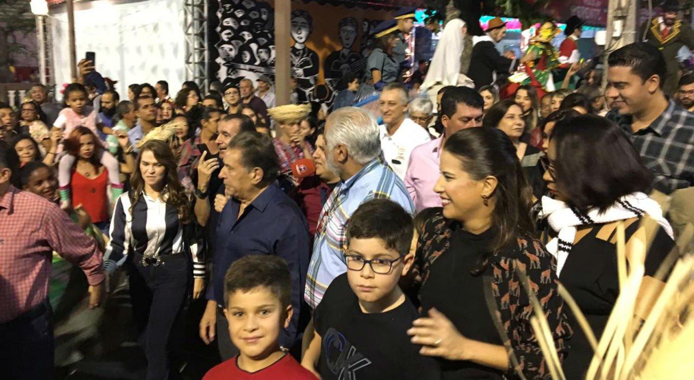 Prefeita Raquel Lyra abriu oficialmente os festejos juninos e seguiu em caminhada até o Pátio do Forró
