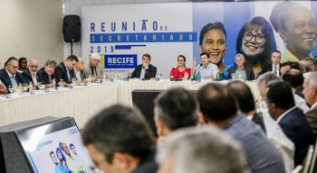 Reunião da Prefeitura do Recife anunciou cortes e investimentos em assistencialismo