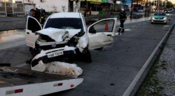 Ele trafegava no sentido Recife, quando perdeu o controle do carro