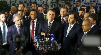 O presidente foi à Câmara dos Deputados entregar ao presidente da Casa, Rodrigo Maia, o projeto de lei que altera o Código de Trânsito Brasileiro