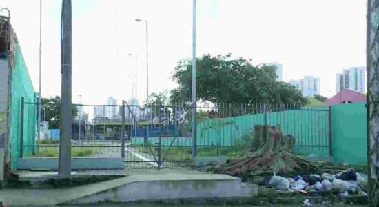 Moradores protestam para que praça seja aberta no bairro da Caxangá