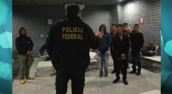Os oito homens alegaram que vieram para trabalhar em uma embarcação, fato desmentido pela Polícia Federal