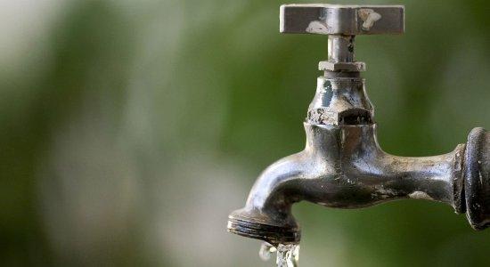 Regime é de cinco dias com água e 10 dias sem