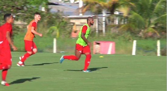 Com reforço no treino, Náutico se prepara para jogo contra o Sampaio