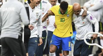 Neymar deixou o campo de jogo aos 17 minutos do primeiro tempo