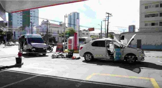 Acidente entre táxi e van deixa cinco pessoas feridas na Boa Vista