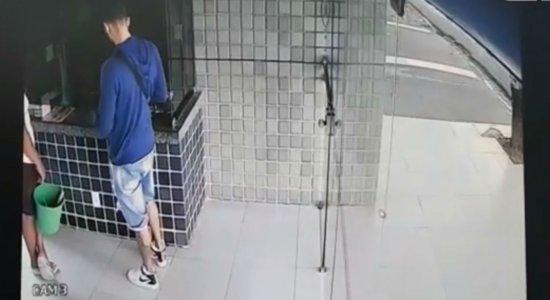 Polícia procura suspeito de furtar apartamento de comerciante chinês