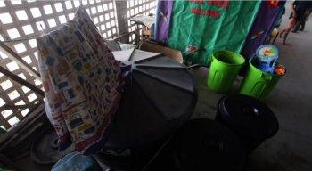 Alunos da Escola Josefa Alves dividem pátio com caixa d'água