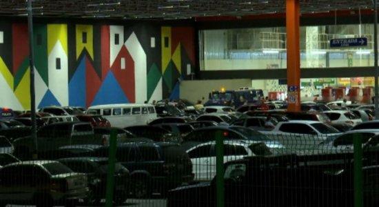 Suspeitos roubam mais de 250 mil de carro-forte em supermercado