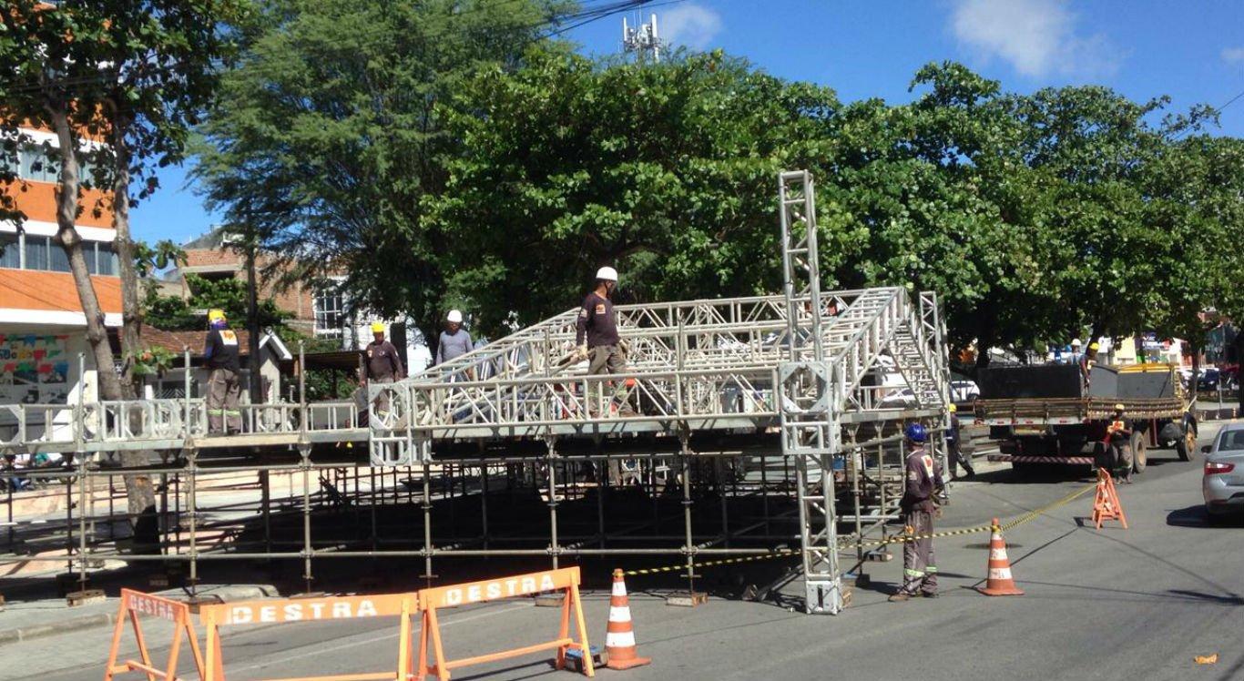 Estrutura começou a ser montada nesta quinta-feira em Caruaru