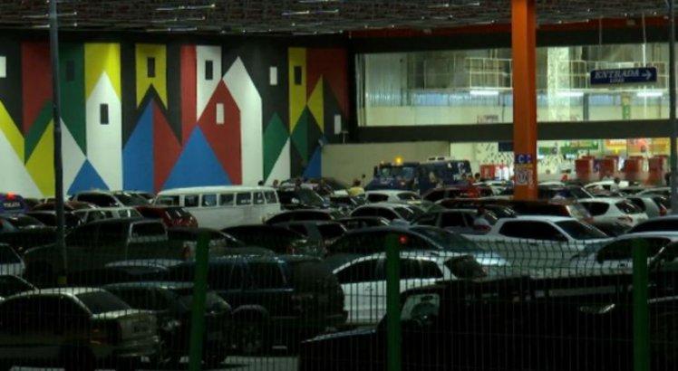 f91fead9419 Suspeitos roubam mais de 250 mil de carro-forte em supermercado - TV Jornal