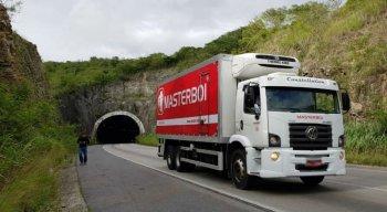 Caminhão teve parte da carga roubada