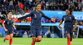 A partida foi realizada no Parc de Princes, em Paris, e valeu pela primeira rodada do grupo A da Copa do Mundo de Futebol Feminino