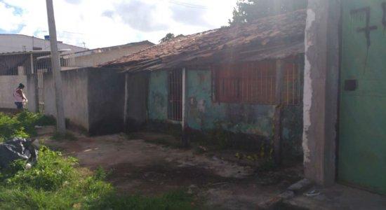 Aposentado é encontrado morto com marcas de violência em casa na RMR