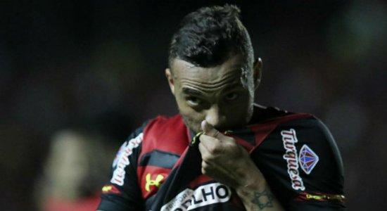 Em bom momento da carreira, Guilherme revela ter ajudado funcionários do Sport