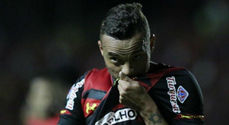 Guilherme marcou dois gols no triunfo do Sport por 3 a 1 sobre o Vitória-BA.