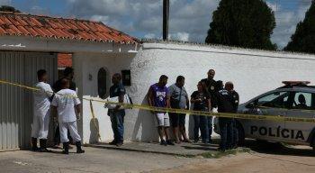 Corpos foram encontrado na área de lazer de casa em Candeias