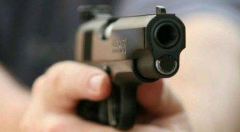 Suspeito estava com a arma supostamente utilizada no crime