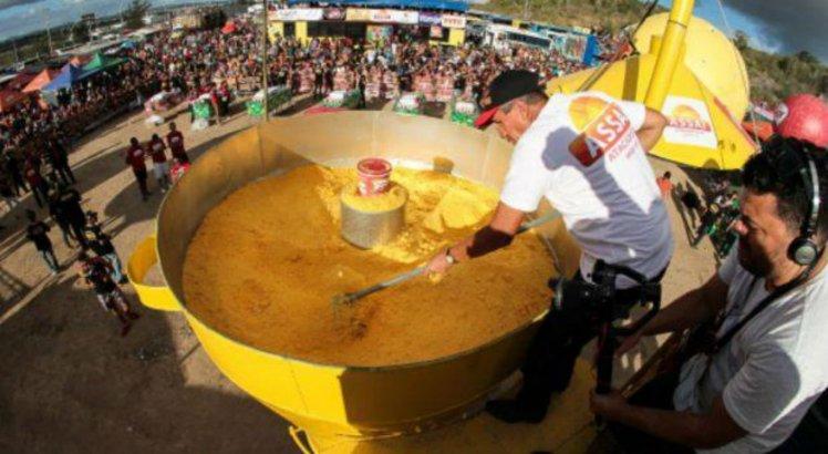 800 kg de flocos de milho com diversos acompanhamentos foram servidos na ocasião