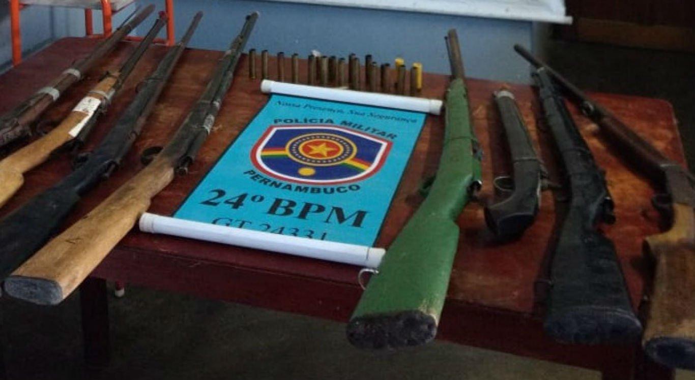 Oito espingardas foram apreendidas pela Polícia Militar em Jataúba
