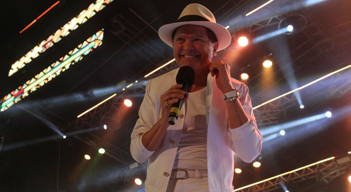 """Cantor Alcymar Monteiro, o """"Rei do Forró"""", fechou a noite de domingo"""
