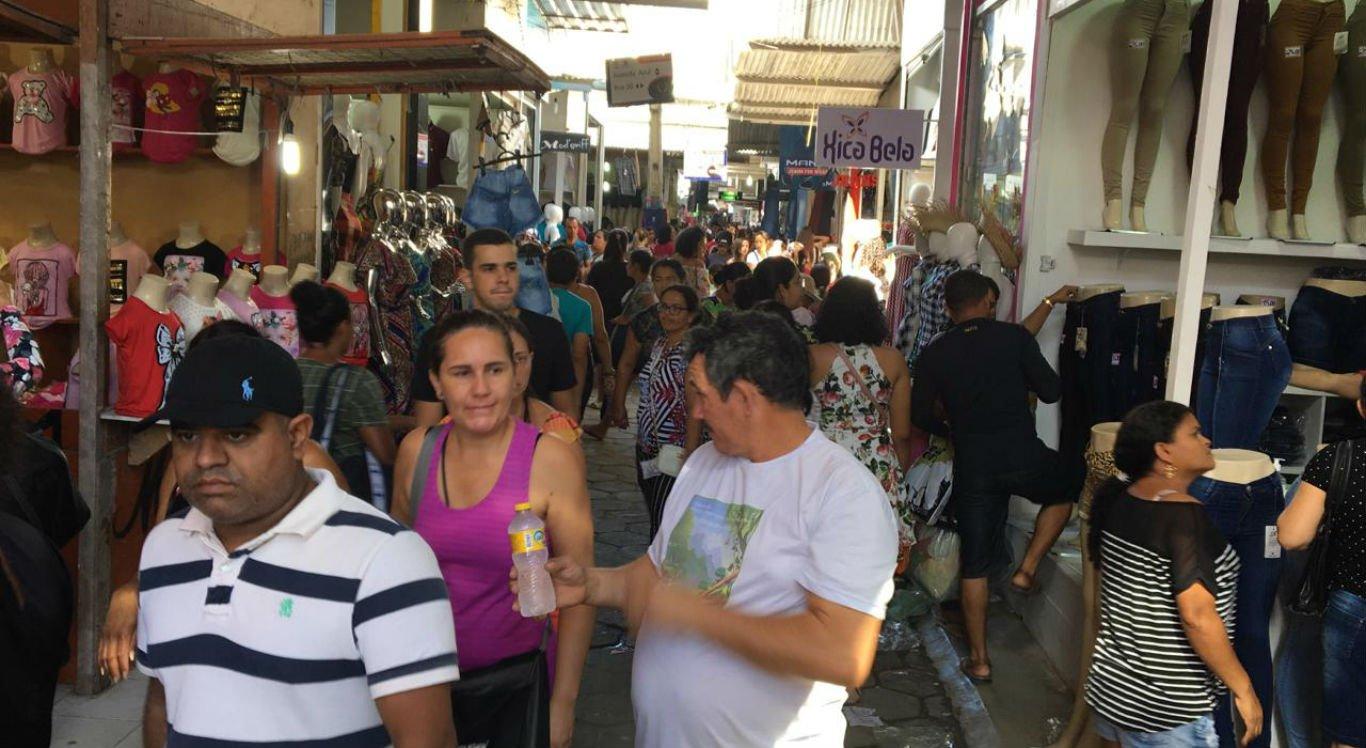 Feira da Sulanca foi movimentada nesta segunda-feira (10) em Caruaru