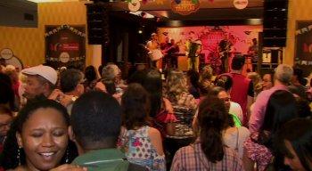 Público curtiu a festa ao som de Almir Rouche e da Banda Quenga de Coco