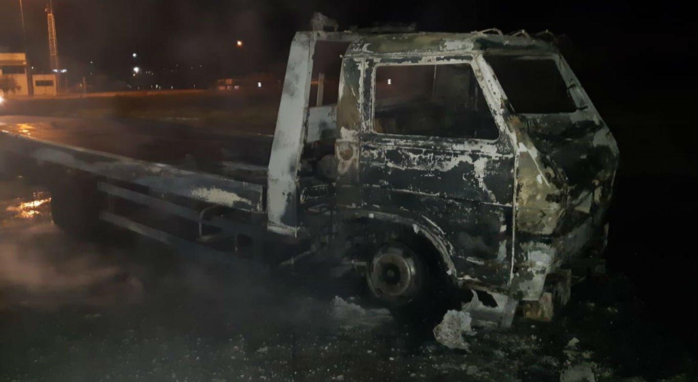 Caminhão pegou fogo na BR-232, na altura da cidade de Gravatá