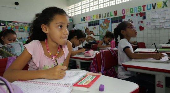 Governo de PE lança programa para melhorar alfabetização de crianças