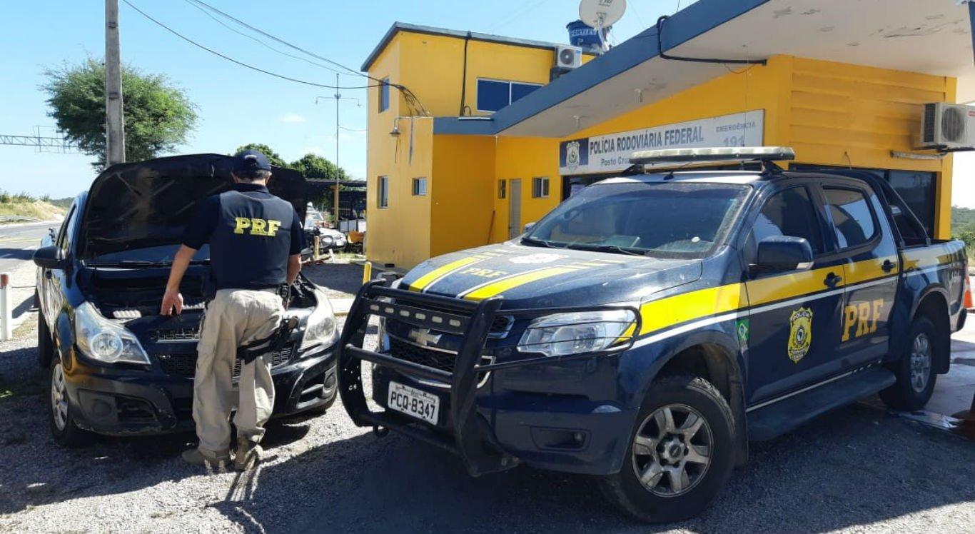 Picape foi apreendida pela Polícia Rodoviária Federal na BR-232, em Sertânia