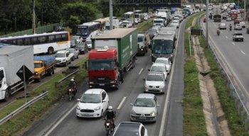 O bloqueio ocorreu na tarde dessa terça-feira e o trânsito está bastante lento no local