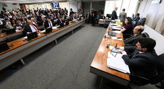 Comissão do Senado derruba flexibilização do porte e da posse de arma
