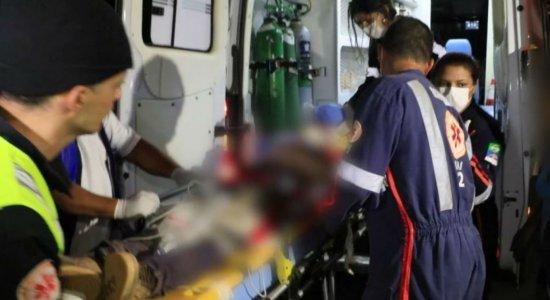 Jovem de 22 anos é agredido com pauladas na cabeça no Cabo