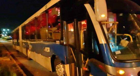 Homem morre após ser atropelado por BRT na BR-101