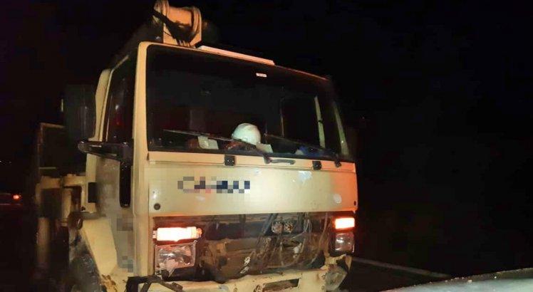Motorista do caminhão não ficou ferido; o resultado do teste do bafômetro foi normal