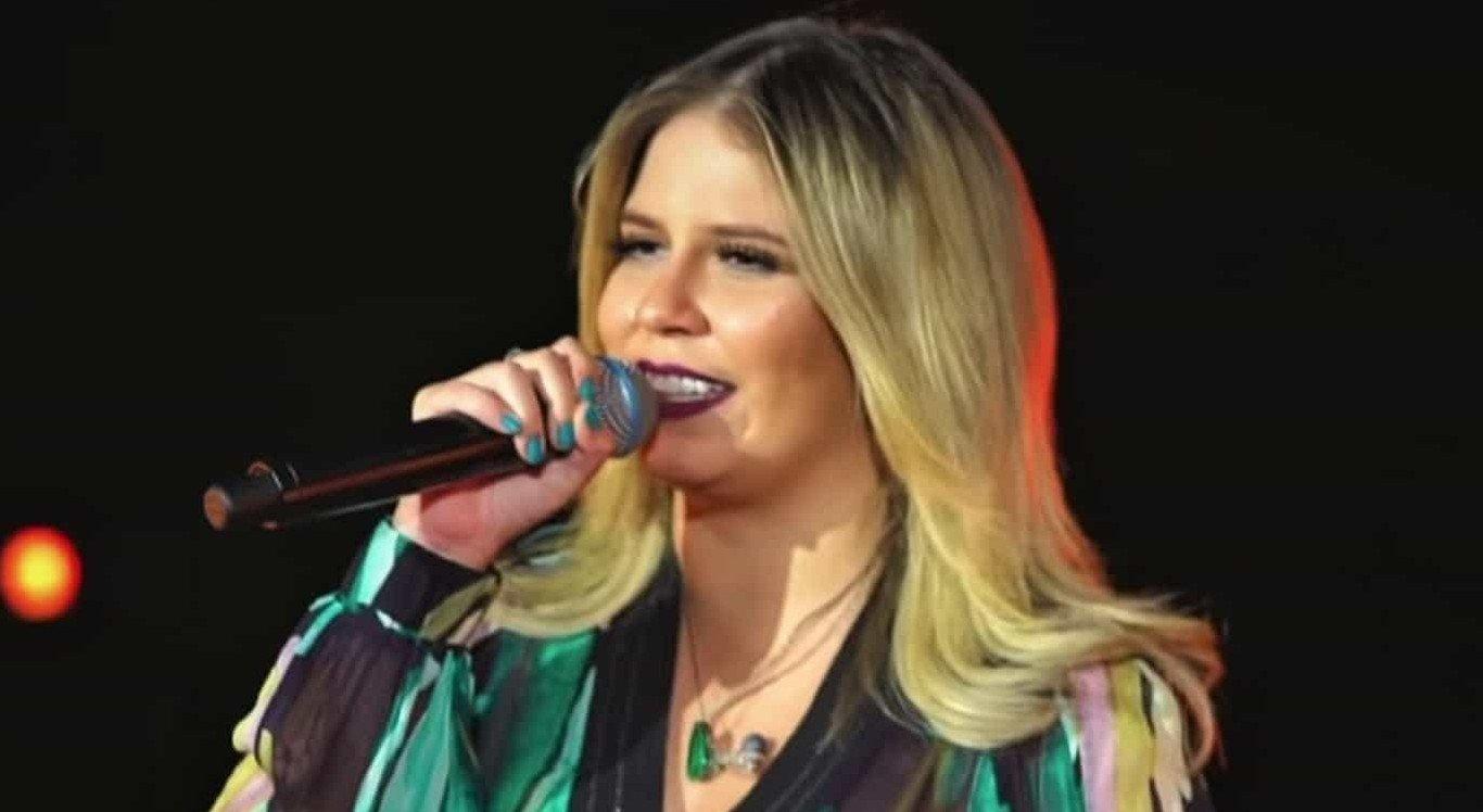A cantora se apresenta pela primeira vez no São João de Caruaru