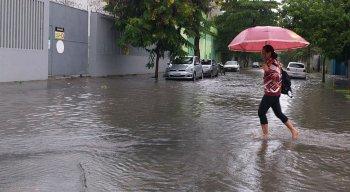 Chuvas fortes na manhã desta quinta-feira (13)