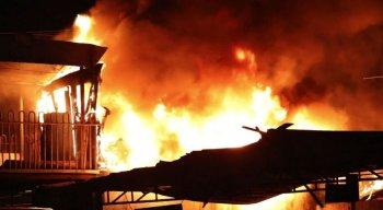 Incêndio atingiu o escritório do ferro velho